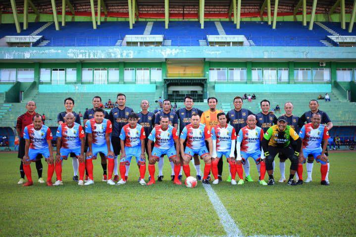 Safari Ramadhan dengan menggelar pertandingan antara NZR Red Bold Arema Legend vs Persema Malang All Star Reborn. (Foto: Dani Kristian Wardhana/Tugu Jatim)