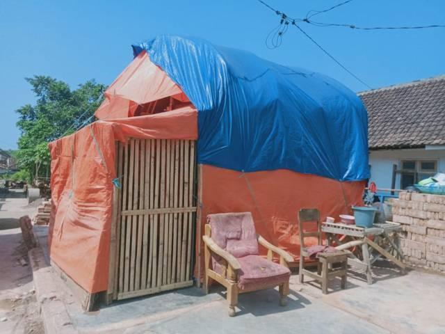 Warga terdampak gempa Malang tak tahu kapan rumahnya akan dibangun. (Foto: Rap/Tugu Jatim)