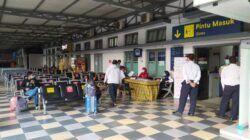 Suasana ruang tunggu peron di Stasiun Kota Baru Malang selama masa pelarangan mudik 2021 pada Sabtu (08/05/2021). (Foto:Azmy/Tugu Jatim)