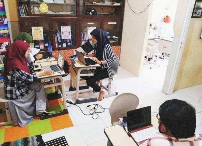 Pelayanan pembelajaran daring interaktif di SMA Muhammadiyah 10 (SMAM X) Surabaya oleh guru-guru atau ustad-ustadah selama pandemi Covid-19.(Foto: SMA Muhammadiyah 10 Surabaya/Tugu Jatim)