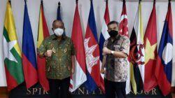 Ketum KONI Pusat, Letjen TNI Purn Marciano Norman saat bertemu Dr Aqua Dwipayana. (Foto: Dokumen)