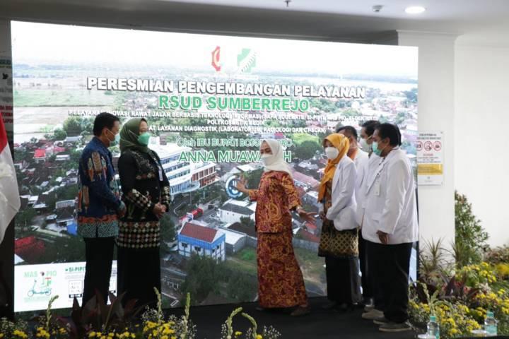 Bupati Bojonegoro Anna Muawanah meresmikan fasilitas pengembangan pelayanan RSUD Sumberrejo. (Humas Pemkab Bojonegoro/Tugu Jatim)