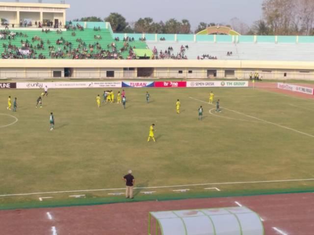 Saat Persatu Tuban berlaga di Liga 2 Indonesia pada September 2019, di Stadion Bumi Wali Tuban. (Foto: Rochim/Tugu Jatim)