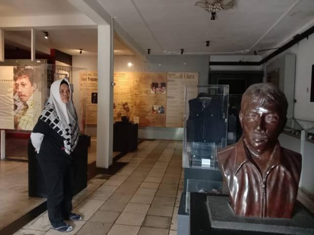 Dewan Pengurus Yayasan Museum HAM Omah Munir Smita Notosusanto di Museum Omah Munir. (Foto: Sholeh/Tugu Jatim)
