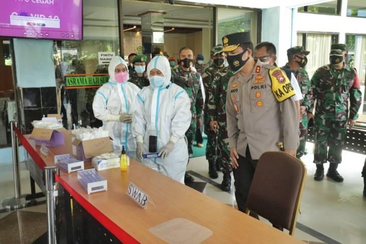 Tempat screening para Pekerja Migran Indonesia (PMI) yang masuk wilayah Jawa Timur. (Foto: Polda Jatim/Tugu Jatim)