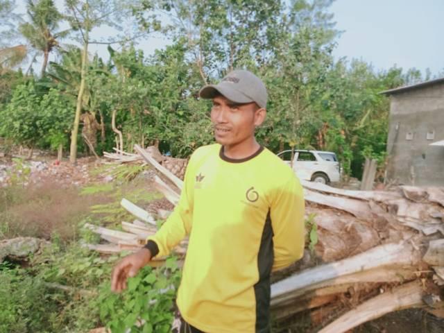 Agus, mantan petani sawit di Desa Tumpakrejo, Kabupaten Malang.(Foto: Rap/Tugu Jatim)