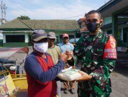 Dandim 0819/Pasuruan Serahkan 801 Paket Zakat Fitrah pada Warga Sekitar
