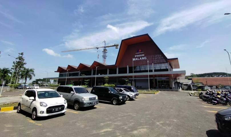 Gedung baru Stasiun Kota Baru Malang tampak depan. (Foto:Azmy/Tugu Jatim)