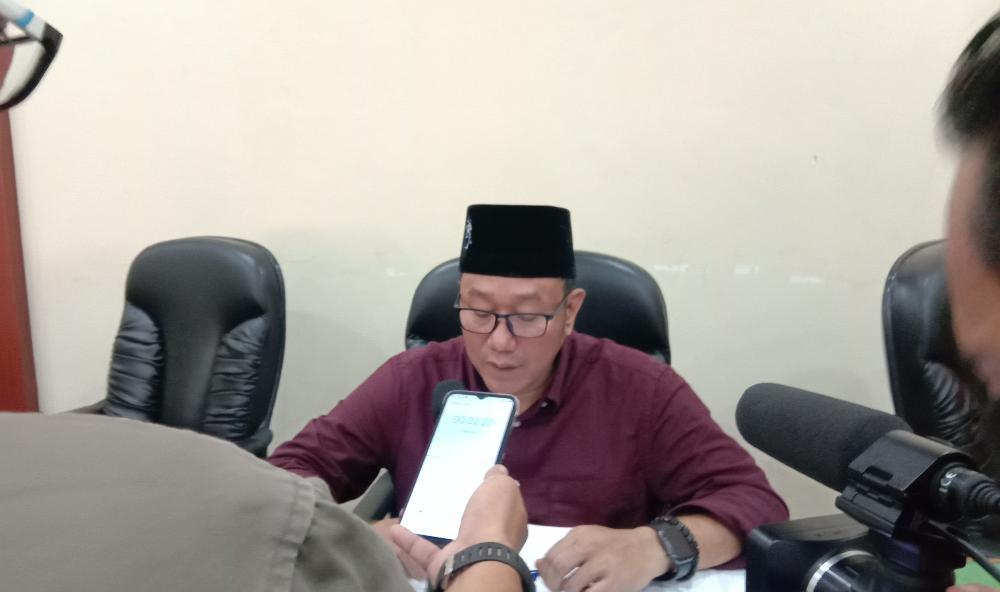Ketua Komisi IV DPRD Trenggalek, Mugiyanto saat dikonfirmasi awak media. (Foto: M Zamzuri/Tugu Jatim) DID