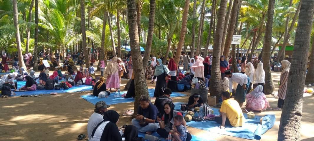Ilustrasi tempat Wisata Pantai Kelapa Tuban yang diambil pada 11 April 2021. (Foto: Rochim/Tugu Jatim)