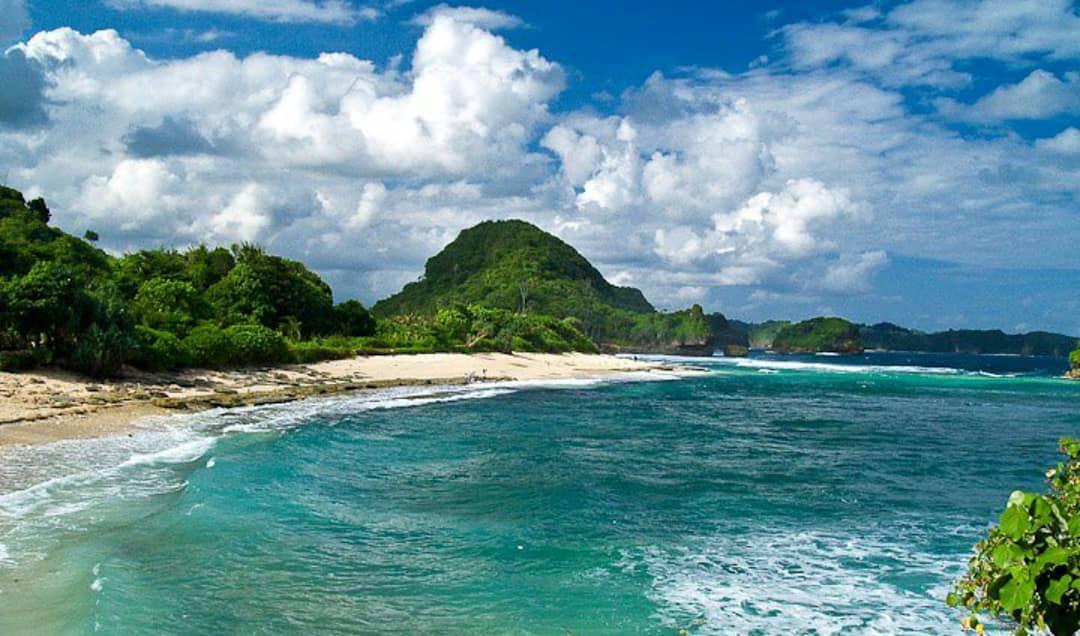 Pantai Goa Cina Kabupaten Malang. (Foto: Rap/Tugu Jatim)