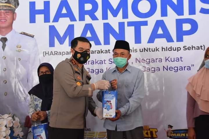 Kapolres Trenggalek AKBP Doni Satria Sembiring SH SIK MSi meresmikan harmonis mantap. (Foto: Zamz/Tugu Jatim)