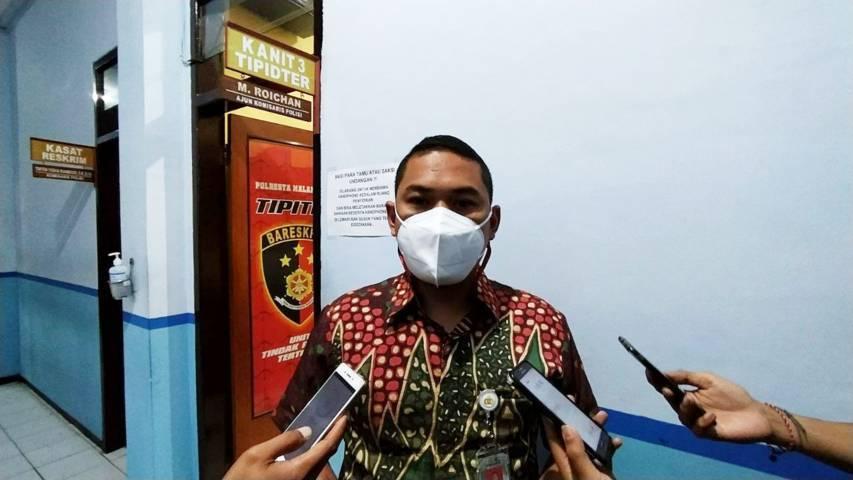 Kasat Reskrim Polresta Malang Kota Kompol Tinton Yudha Riambodo saat memberikan keterangan tentang laka kerja di Hotel Ibis Malang. (Foto:Azmy/Tugu Jatim)