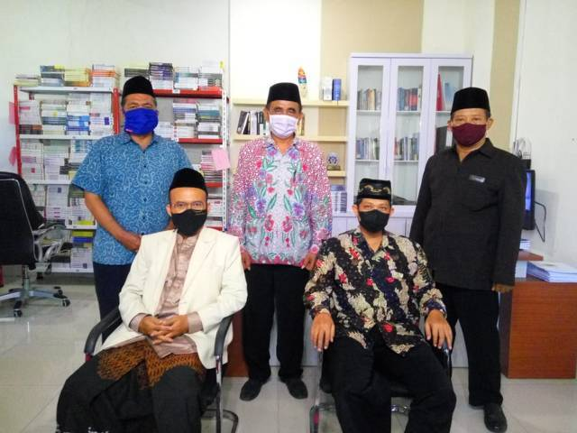 Jajaran Pengurus dan Pembina Forum Komunikasi Kepala Taman Pendidikan Al-Quran (TPQ) Kabupaten Sidoarjo di Surabaya, Sabtu (29/05/2021). (Foto: Reni Novitasari/Tugu Jatim)