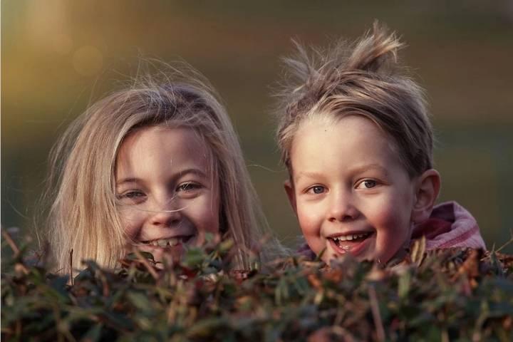 Ilustrasi tersenyum yang bermanfaat bagi kesehatan mental maupun fisik. (Foto: Pixabay)