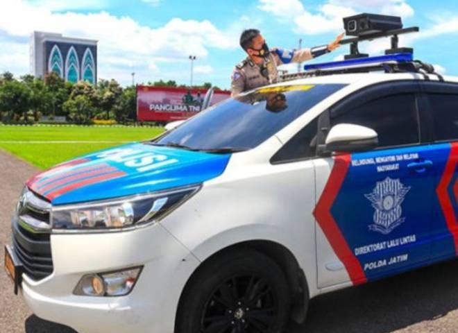 Direktorat Lalu Lintas (Ditlantas) Polda Jatim, terus melakukan pengembangan inovasi terhadap mobil canggihnya yang diberi nama Integrated Node Capture Attitude Record (INCAR), Rabu (26/05/2021). (Foto: Polda Jatim)