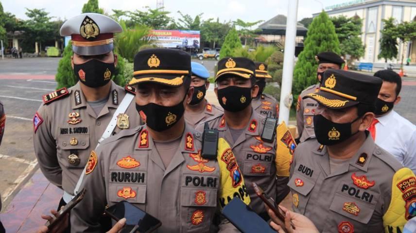 Kapolres Tuban, AKBP Ruruh Wicaksono juga menyatakan jika perjalanan non mudik di wilayah aglomerasi (Tuban-Bojonegoro_lamongan) masih diperbolehkan. (Foto: Humas Polres Tuban)