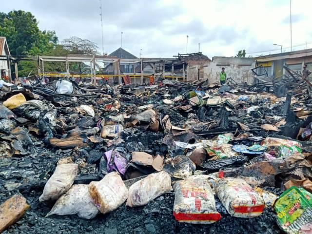 Puing-puing Pasar Kepohbaru, Bojonegoro usai dilanda kebakaran pada bulan Februari 2021 lalu. (Foto: Mila Arinda/Tugu Jatim)