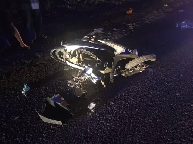 Motor yang dikendarai M Ilham rusak berat usai terlibat kecelakaan di Tuban, Jumat (7/5/2021) dini hari. (Foto: Humas Polres Tuban)