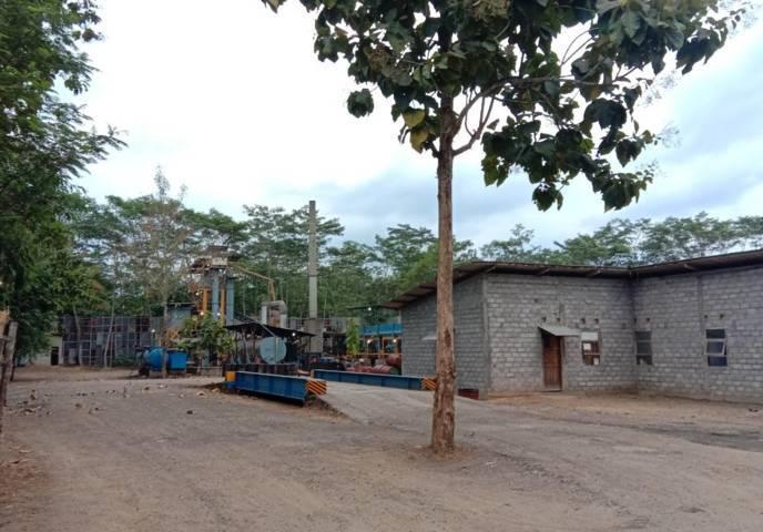 Lokasi pabrik pengolahan aspal PT Punakawan Anugrah Samudra di Kecamatan Pogalan, Kabupaten Trenggalek yang membuat warga resah karena adanya polusi debu dan suara. (Foto: M Zamzuri/Tugu Jatim)