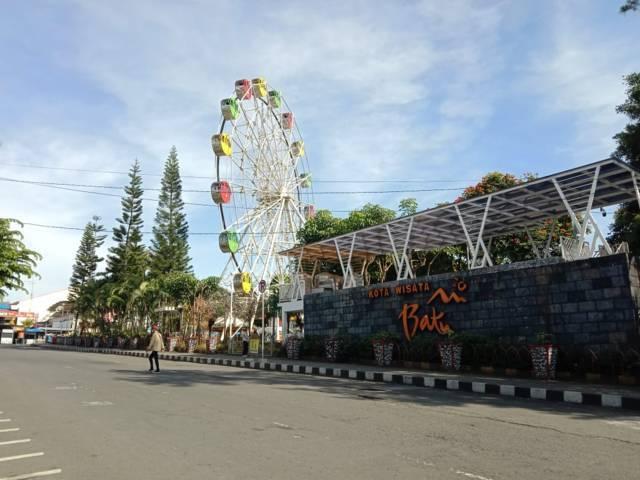 Ilustrasi alun-alun Kota Batu. Pemkot Batu menyatakan bahwa tempat wisata di Kota Batu tetap bisa beroperasi pada masa libur Lebaran 2021 ini. (Foto: M Sholeh/Tugu Malang/Tugu Jatim)