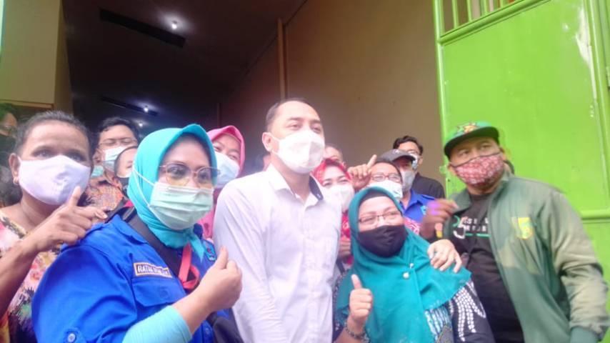 Wali Kota Surabaya, Eri Cahyadi ketika melakukan kunjungan ke Kelurahan Krembangan Selatan Kota Surabaya, Kamis (20/05/2021). (Foto: Rangga Aji/Tugu Jatim)