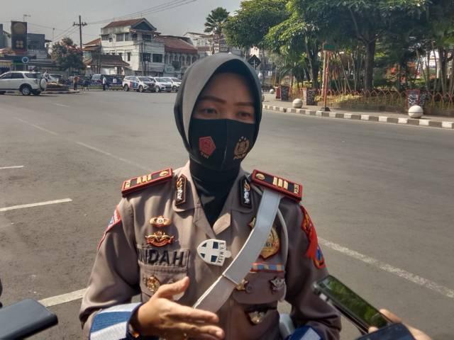 Kasat Lantas Polres Batu, AKP Indah Citra Fitriani ketika ditemui awak media. (Foto: M Sholeh/Tugu Malang/Tugu Jatim)