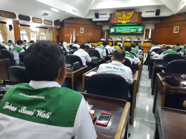 Suasana Muskerkab 2021 KONI Tuban di gedung DPRD Tuban untuk membahas Porkab Tuban, peresmian 7 cabor anggota baru, hingga persiapan Porprov Jatim 2022. (Foto: Mochamad Abdurrochim/Tugu Jatim)