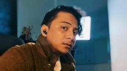 Musisi asal Malang, Sal Priadi yang mengirim pesan lewat papan reklame atau baliho di salah satu sudut di Kota Malang karena tak bisa mudik. (Foto: Instagram/@____saldi)