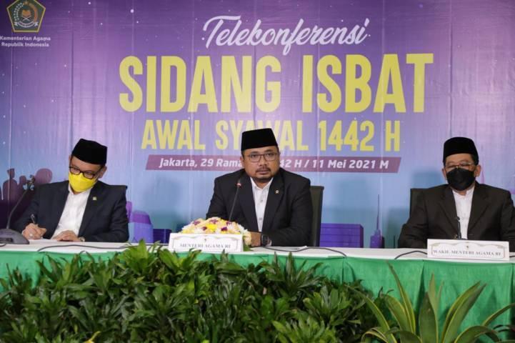Menteri Agama, Yaqut Cholil Qoumas ketika mengumumkan jika hasil sidang isbat, Selasa (11/5/2021) memutuskan jika Lebaran 2021, 1 Syawal 1442 jatuh pada tanggal 13 Mei 2021. (Foto: Humas Kemenag RI)