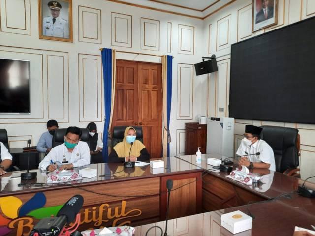 Audiensi Wali Kota Malang, Sutiaji dan juga Mawar, guru TK yang terlibat utang pinjaman online, Rabu (19/5/2021). (Foto: Feni Yusnia/Tugu Jatim)