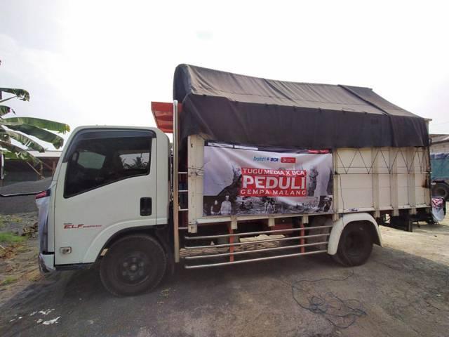 Salah satu truk yang menyalurkan donasi CSR dari BCA untuk korban gempa Malang memalui Tugu Media Peduli, Selasa (25/5/2021). (Foto: Dokumen/Tugu Jatim)