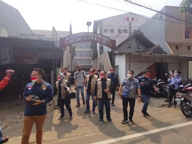 Kepala BP2MI Benny Rhamdani bersama rombongan usai melakukan sidak di BLK PT CKS Kota Malang. (Foto: Sholeh/Tugu Jatim)