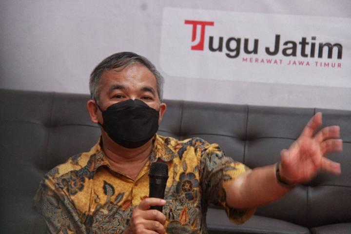Pakar Komunikasi, Motivator Nasional, dan penulis buku Dr Aqua Dwipayana saat memotivasi di Tugu Media Group, Kamis (17/06/2021). (Foto: Rubianto/Tugu Jatim)