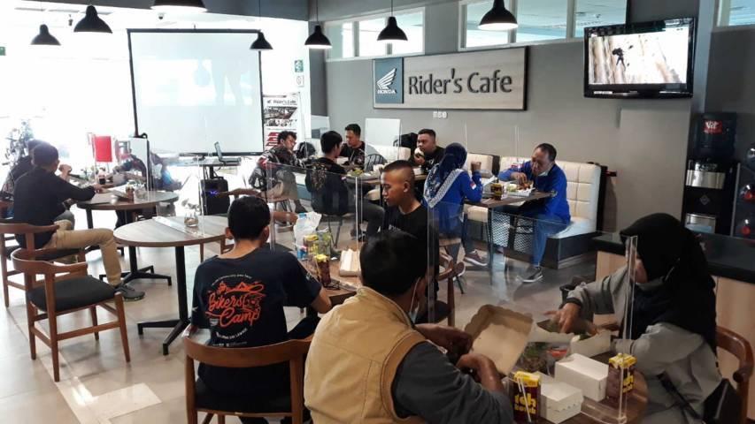"Acara ""City Ride & Ngoprek Online All New CB150R bersama komunitas Honda StreetFire Club Indonesia (HSFCI) Malang dan Komunitas Malang Streetfire Club' (MSFC) digelar di MPM Rider's Cafe Malang Sabtu (19/06/2021). (Foto: Dokumen/Tugu Jatim)"