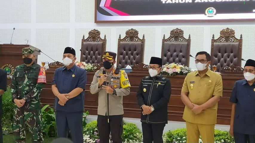 Kapolresta Malang Kota Kombes Pol Leonardus Simarmata memberikan sambutan di Gedung DPRD Kota Malang Senin (07/06/2021). (Foto: Azmy/Tugu Jatim)