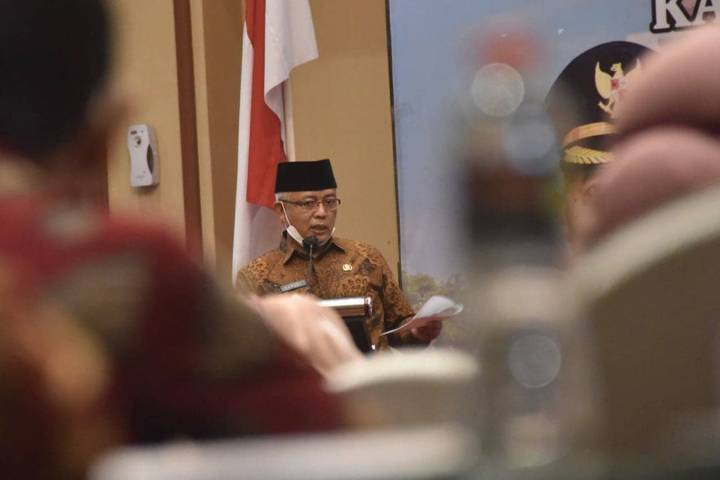 Bupati Malang Muhammad Sanusi menjelaskan terkait kelapa sawit yang aman untuk lingkungan. (Foto: Humas Protokol/Tugu Jatim)