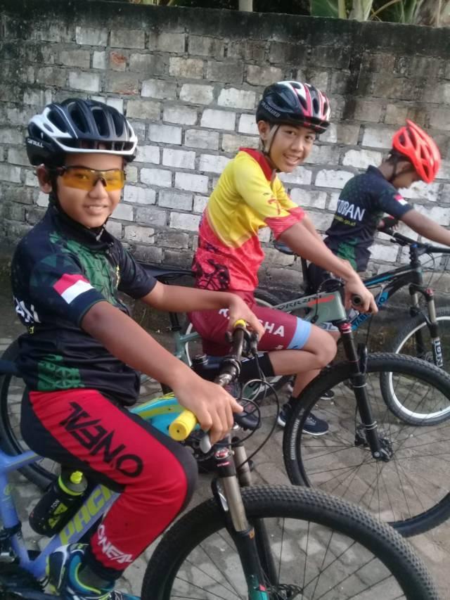 Para atlet di Tuban menambah porsi latihan. (Foto: Pengcab ISSI Tuban/Tugu Jatim)