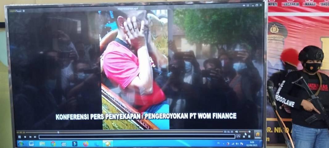 Pegawai Wom Finance yang menjadi korban penyekapan dan penganiayaan di Tuban. (Foto: Rochim/Tugu Jatim)