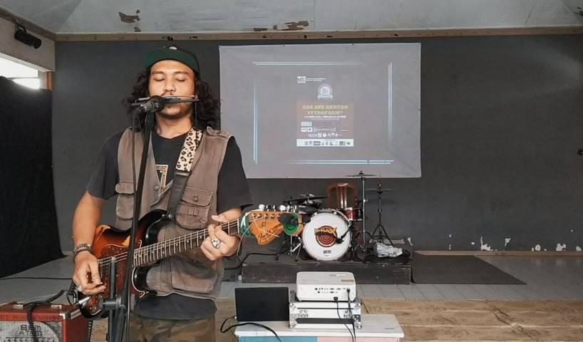 Para musisi juga tampil di gedung DKM. (Foto: Azmy/Tugu Jatim)