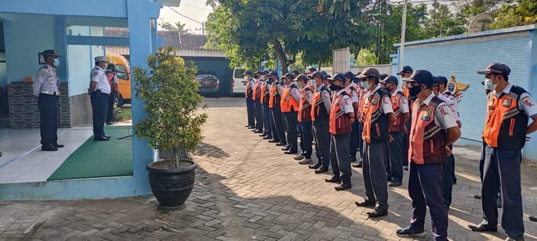 Petugas Dishub Bojonegoro bakal memerangi pungutan liar parkir. (Foto: Mila Arinda/Tugu Jatim)