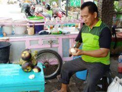 Silaturahmi bersama Pak Alex, Penjual Es Dawet Siwalan Khas Tuban yang Melegenda