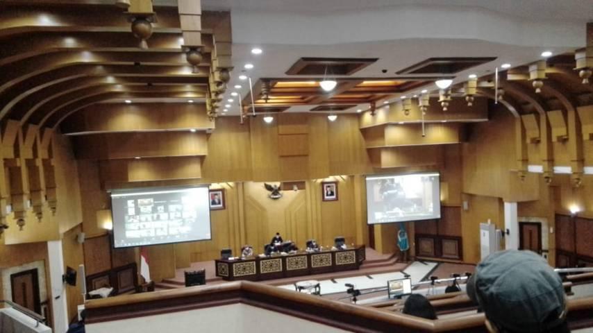 Rapat paripurna di Dewan Perwakilan Rakyat Daerah (DPRD) Kota Surabaya yang dihadiri Wali Kota Surabaya Eri Cahyadi Rabu (02/06/2021).(Foto: Rangga Aji/Tugu Jatim)