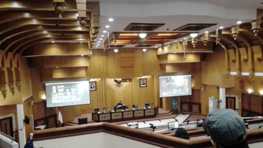 Rapat Paripurna di Dewan Perwakilan Rakyat Daerah (DPRD) Kota Surabaya yang dihadiri Wali Kota Surabaya Eri Cahyadi pada Rabu (02/06/2021).(Foto: Rangga Aji/Tugu Jatim)