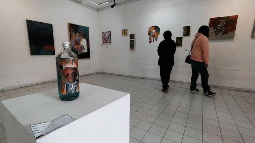 """Selain seni dari """"styrofoam"""", pengunjung juga bisa menikmati sajian seni lainnya di DKM. (Foto: Azmy/Tugu Jatim)"""