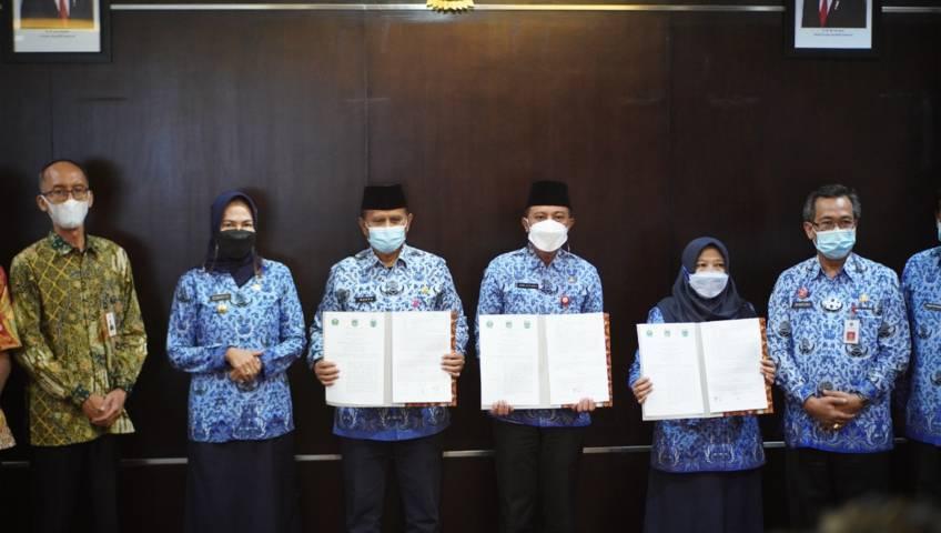 DLH se-Malang Raya resmi tanda tangani PKS Perlindungan dan Pengelolaan Lingkungan Hidup di Kota Batu, Kamis (17/06/2021). (Diskominfo Kota Batu/Tugu Jatim)