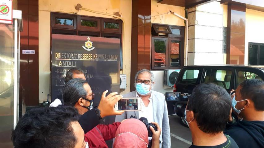 Ketua Komnas PA Arist Merdeka Sirait saat berada di Direskrimum Polda Jatim. (Foto: Komnas PA/Tugu Jatim)