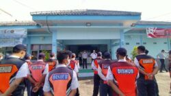 Petugas Dinas Perhubungan Bojonegoro. (Foto: Mila Arinda/Tugu Jatim)