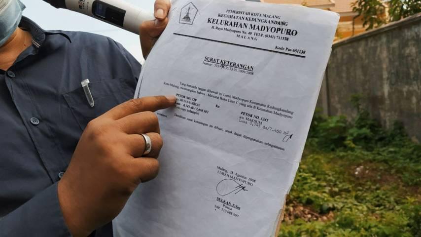 Bukti kepemilikan tanah dari Pemkot Malang. (Foto:Azmy/Tugu Jatim)