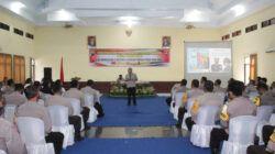 Pakar Komunikasi dan Motivator Nasional Dr Aqua Dwipayana ketika menggelar acara Sharing Komunikasi dan Motivasi di Gedung Baramahkota Polres Madiun Kota, Jawa Timur, Senin (14/6/2021). (Foto: Dokumen)